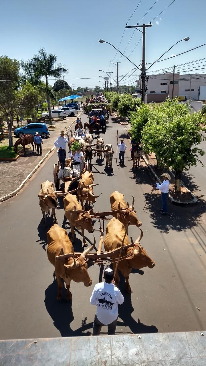CLUBE DE RODEIO ESTRELA DE OURO PROMOVE CAVALGADA DA AMIZADE E ATRAI PÚBLICO RECORD
